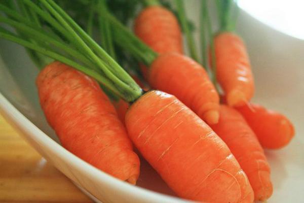 cà rốt là thực phẩm người huyết áp thấp không nên ăn