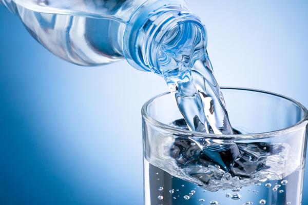 nước lọc là thực phẩm tốt cho người bệnh xương khớp