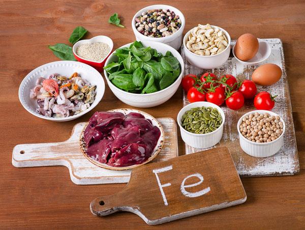 món ăn có chất sắt là thực phẩm cho người bệnh thiếu máu não